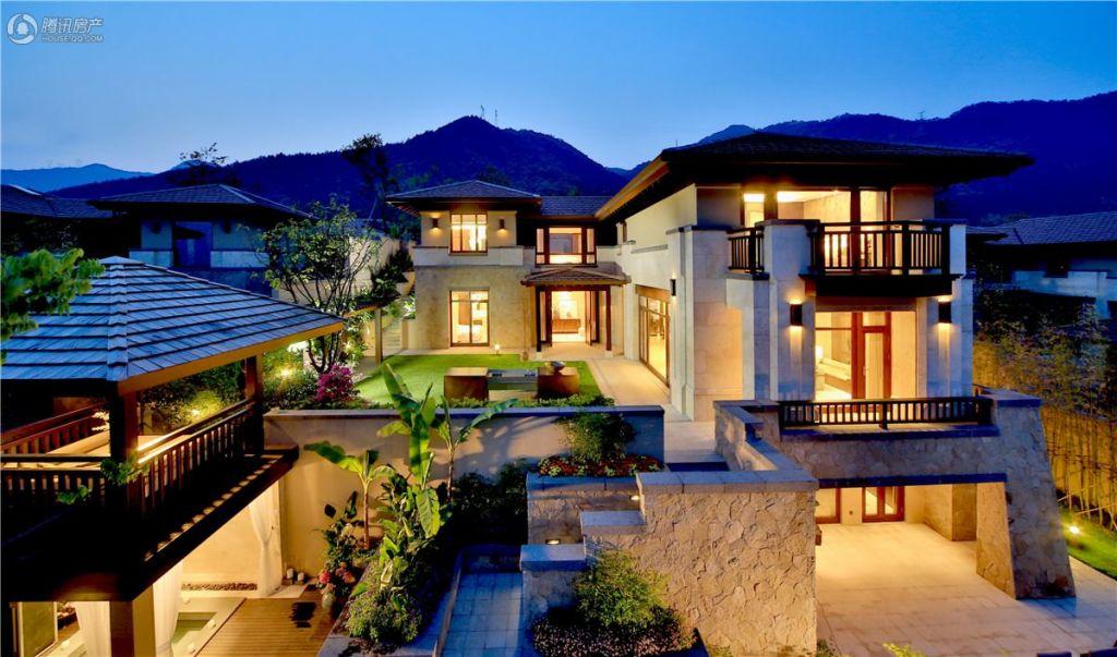 万科公望四期C户型位于公望之巅,360山景,四重庭院,演绎山居生活。